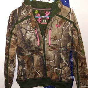 Under armour camo outfit , EUC